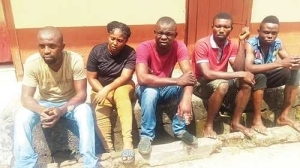 Female Armed Robber and Four Others Rescued from Mob Action After Stealing N250,000 in Calabar (Photo)